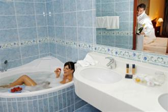 bagno con jacuzzi